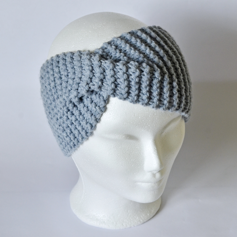 Stirnband mit Drehung hellblau (ohne Wolle!)